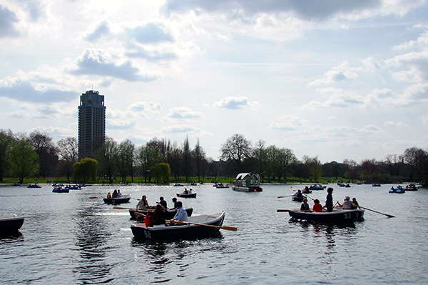 Boating on the serpentine