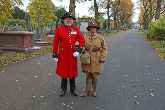 Chelsea Pensioner with member of 10th Essex Living History Group at Brompton Cemetery