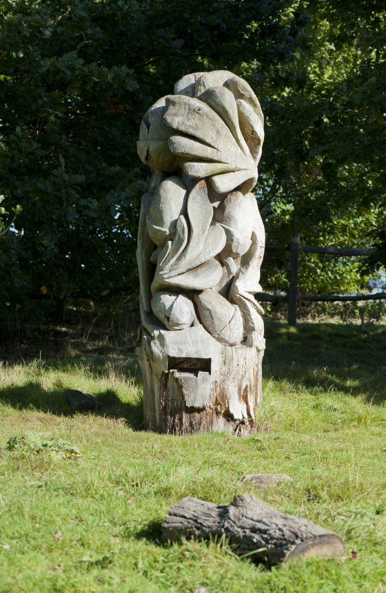 Tree carving at The Holly Lodge Centre