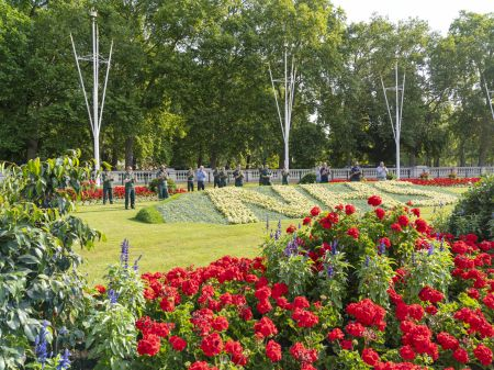 The Royal Parks unveils birthday gift to the NHS in front of Buckingham Palace