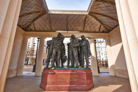 Pilot statues in the Bomber Command Memorial