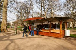 Refreshment kiosk in Green Park