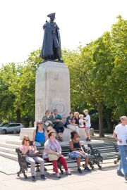 Park visitors sitting around the General Wolfe Statue