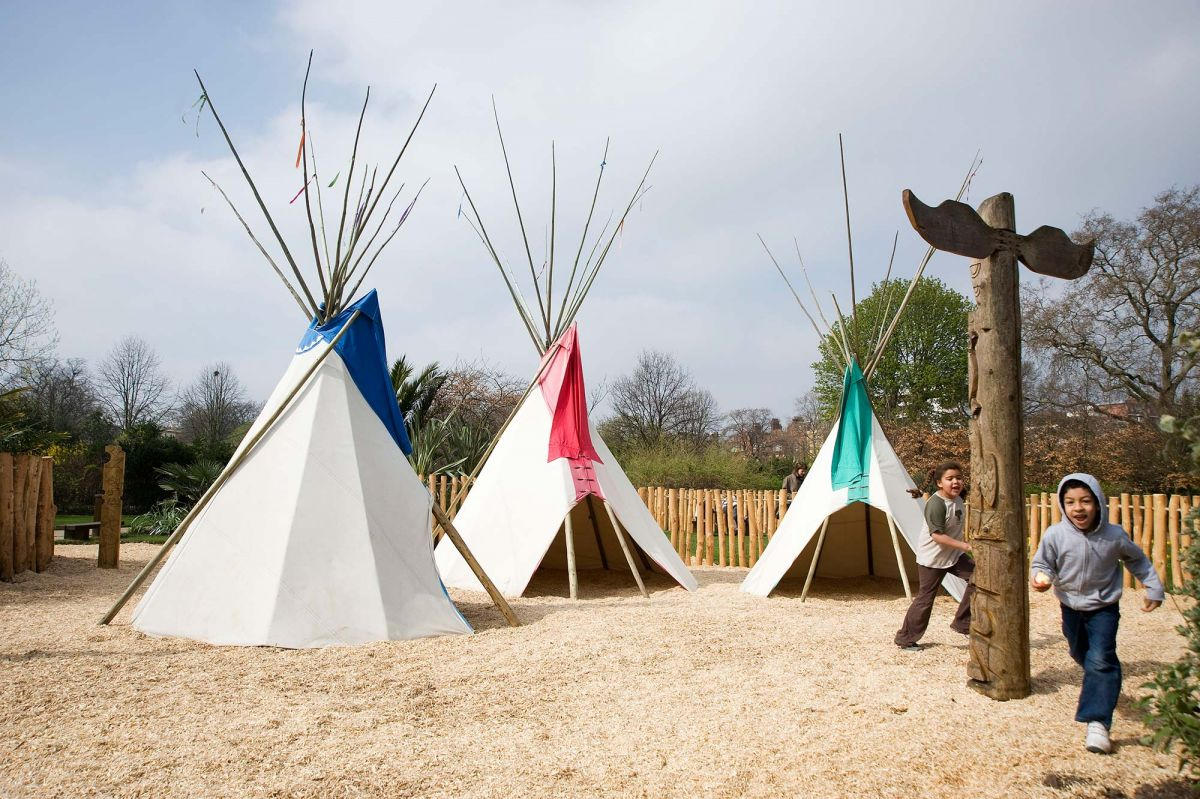 https://www.royalparks.org.uk/parks/kensington-gardens/things-to-see-and-do/diana-memorial-playground/_gallery/Diana-Memorial-Playground-Teepees.jpg/w_1200.jpg